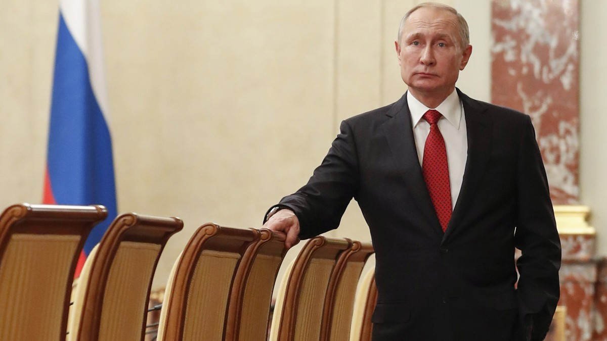 Here's Why Putin's Entire Cabinet Just Quit