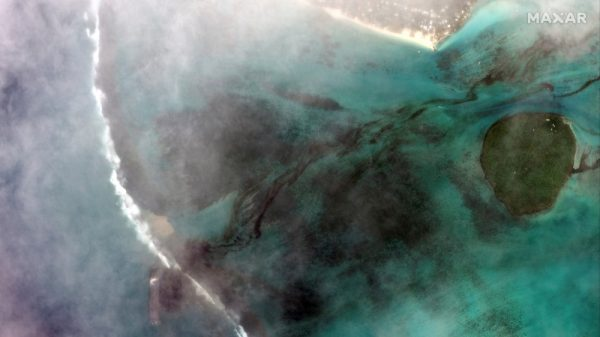 Mauritius declares emergency over oil spill from grounded ship |NationalTribune.com